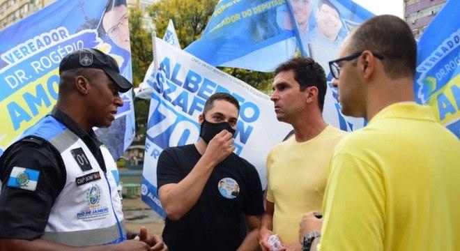 Luiz Lima fez uma caminhada pela praça Saens Peña