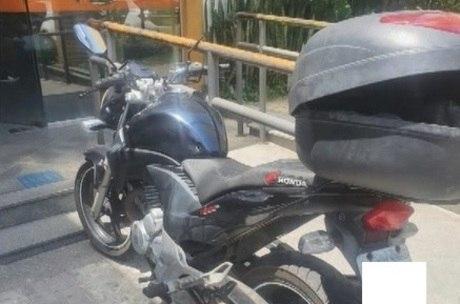 Homens roubaram a moto de um policial militar