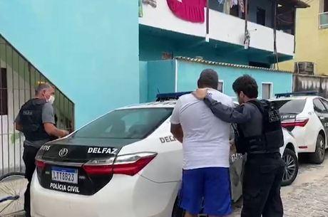 Policiais tentam cumprir oito mandados de prisão temporária