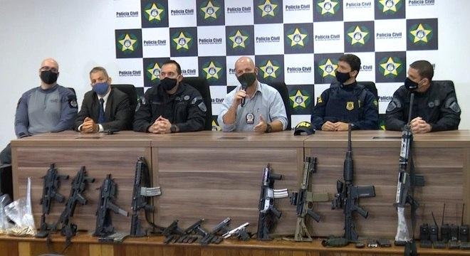Armas foram apreendidas com suspeitos de envolvimento com a milícia nas últimas 48 horas