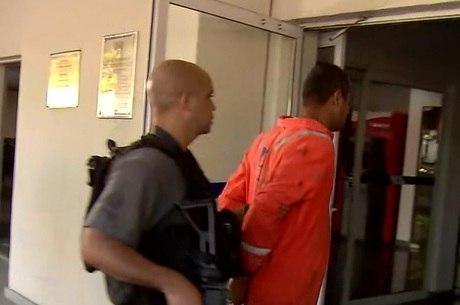 Suspeito foi preso tentando fugir da comunidade