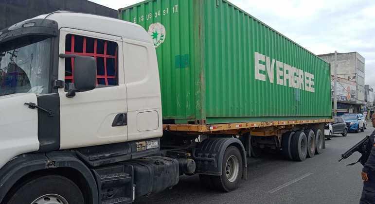 Caminhão transportava carga de eletrônicos avaliada em R$ 500 mil, segundo a polícia