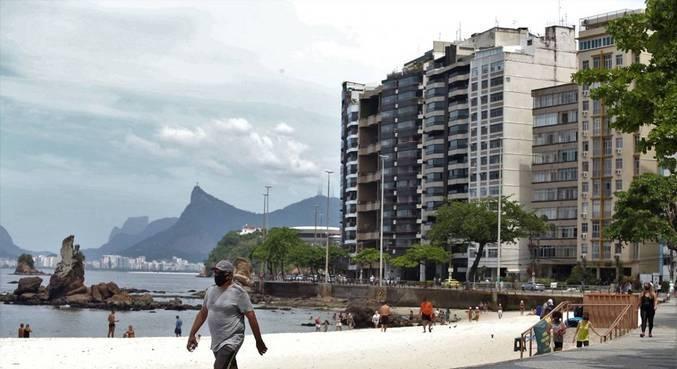 Prefeitura libera circulação de pessoas sem máscara nas orlas da praia