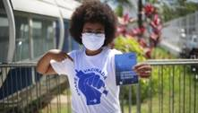 Moradores da Maré recebem 2ª dose da vacina contra covid-19