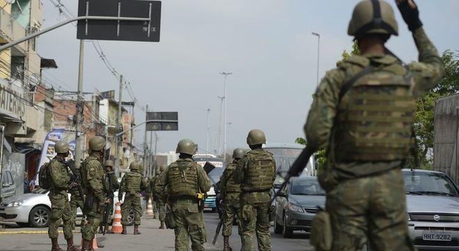 Militares foram atacados durante patrulhamento na zona oeste do Rio
