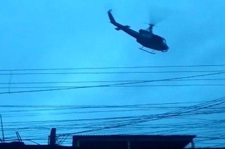 Helicóptero deu apoio a operação na Vila Vintém