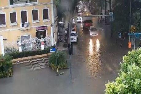 Avenida Epitácio Pessoa, na Lagoa, tem alagamento
