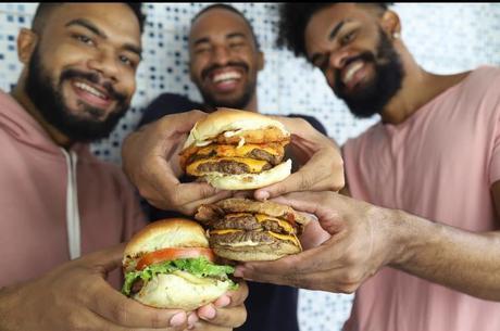 Amigos lançaram hamburgueria durante pandemia