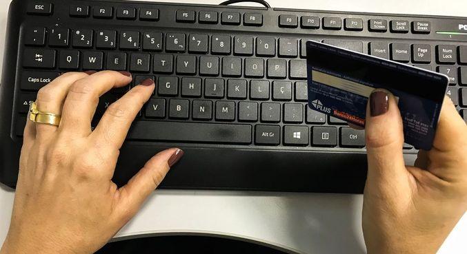Pesquisa mostra que 47% têm comprado mais na internet