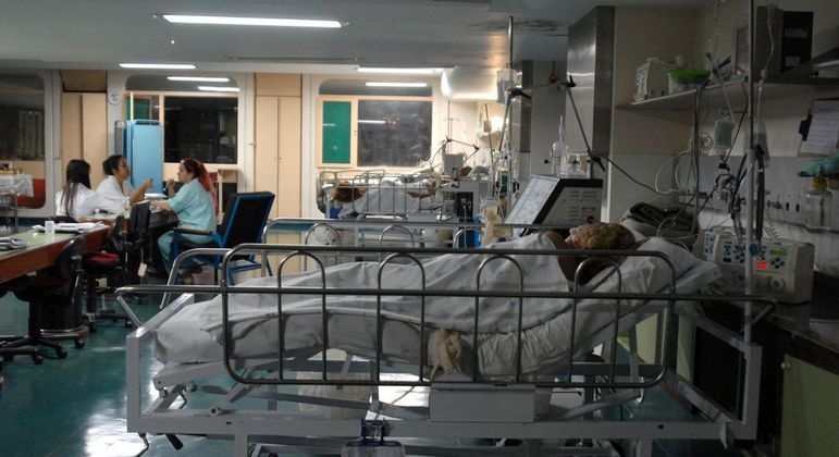 Após aumento de casos de covid-19 em Manaus, hospitais voltam a instalar câmaras frigoríficas