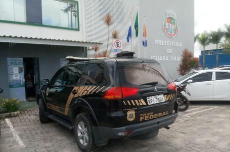 Agentes buscam cumprir 10 mandados de prisão