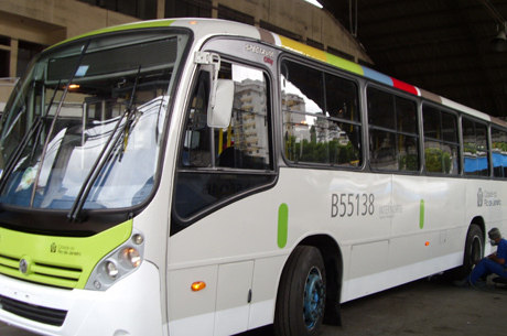 Ônibus da Estrela Azul estão na garagem