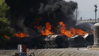__Fogo em refinaria de Manguinhos é controlado, dizem bombeiros__
