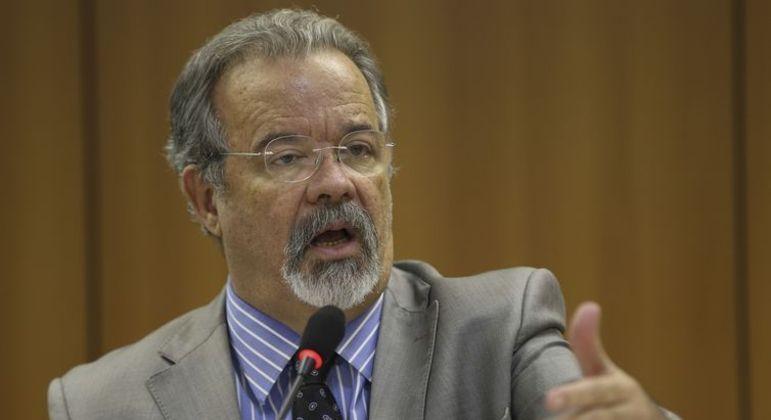 """O ex-ministro da Defesa, Raul Jungmann: """"as Forças Armadas não estão disponíveis para nenhuma aventura ou golpe""""."""