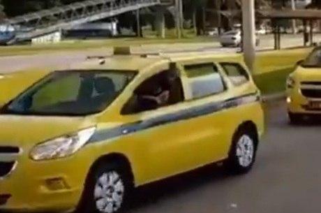 Homem circulava com táxi clonado em Madureira