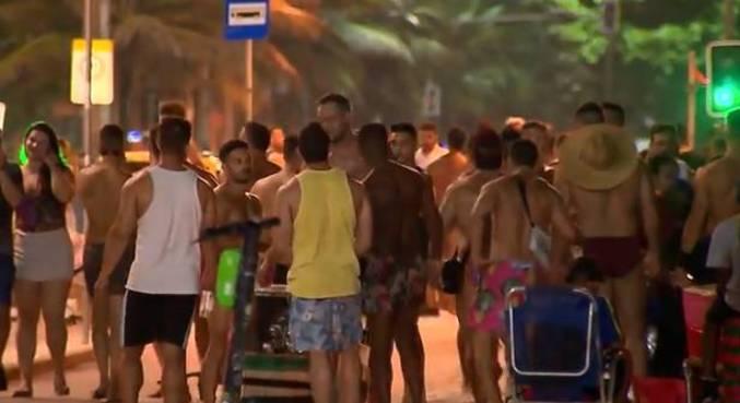 Pessoas ocuparam a praia de Ipanema e não respeitaram as regras de distanciamento