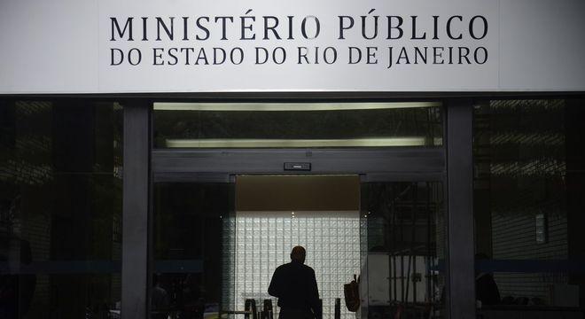 PMs são acusados de dispara 20 vezes contra o inspetor da Polícia Civil
