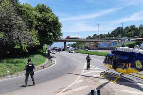 Polícia atua na rodovia após perseguição e tiroteio