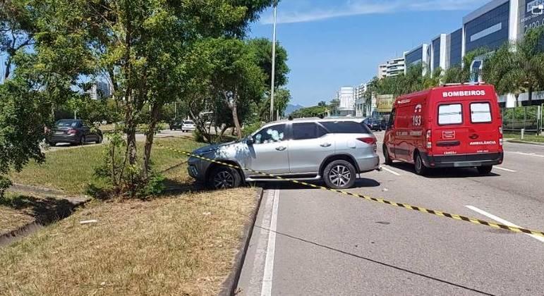 Atentado deixou duas pessoas baleadas numa das principais vias da zona oeste do Rio