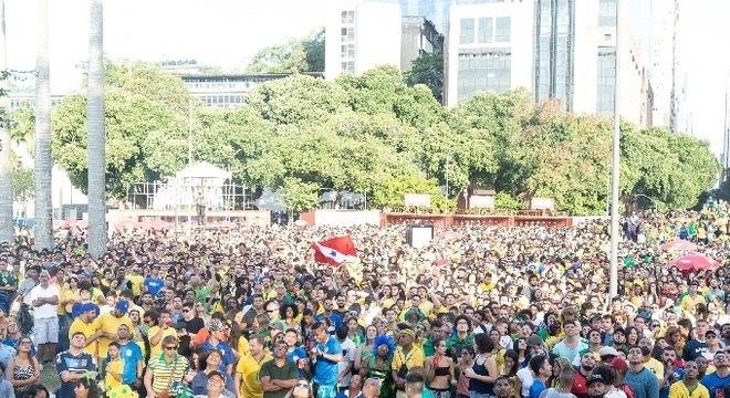 Concentração de torcedores no Boulevard Olímpico para estreia do Brasil na Copa da Rússia