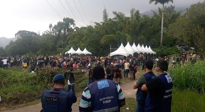 Evento clandestino reunia 5 mil pessoas em sítio em Jacarepaguá, neste domingo