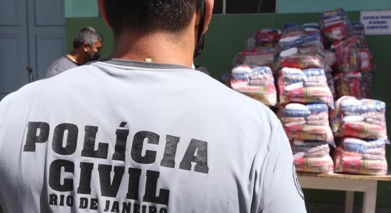 Agentes entregaram os produtos para um abrigo na mesma região