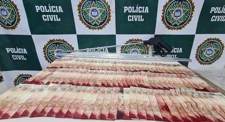 A Polícia Civil apreendeu R$ 5 mil em espécie