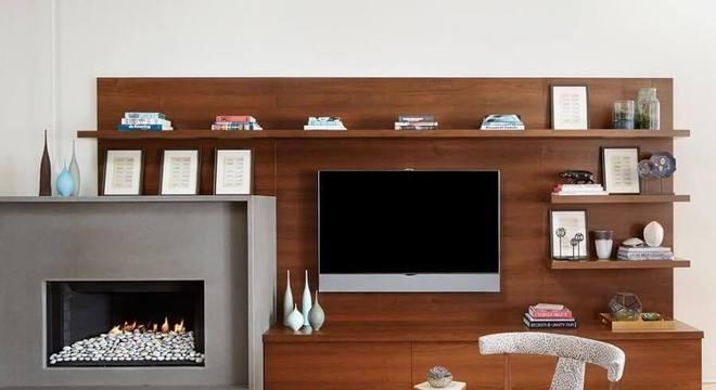 rack de madeira para sala de estar com lareira