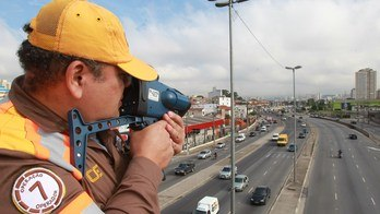 __Capitais do Sudeste do Brasil têm mais de 650 multas por hora__ (Robson Ventura/Folhapress)