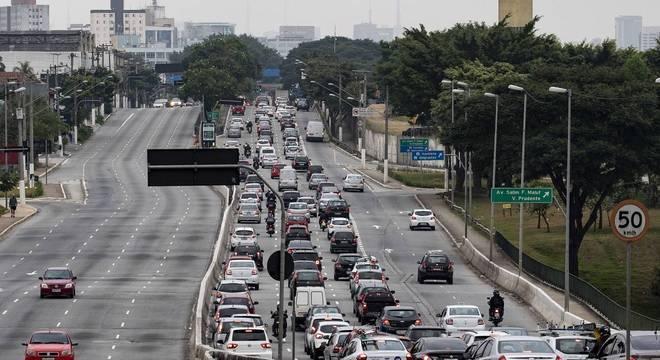 Trânsito intenso na avenida Radial Leste durante a quarentena