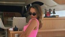 Rafa Kalimann exibe curvas em vestido pink coladinho