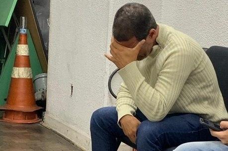 Pai de Rafael chora ao ver a foto do filho