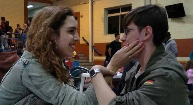 Ator Rafael, assassinado neste domingo, e a namorada Isabela Tibcherani