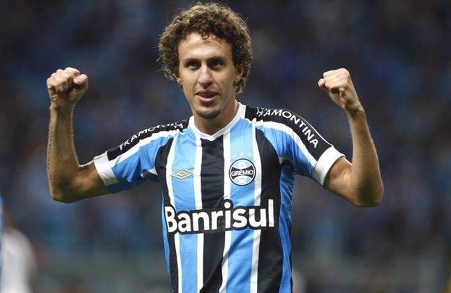 Rafael Galhardo: 29 anos, lateral, valor de 600 mil euros (R$ 3,8 milhões). Sem clube, o último foi o Vasco (até setembro de 2020).