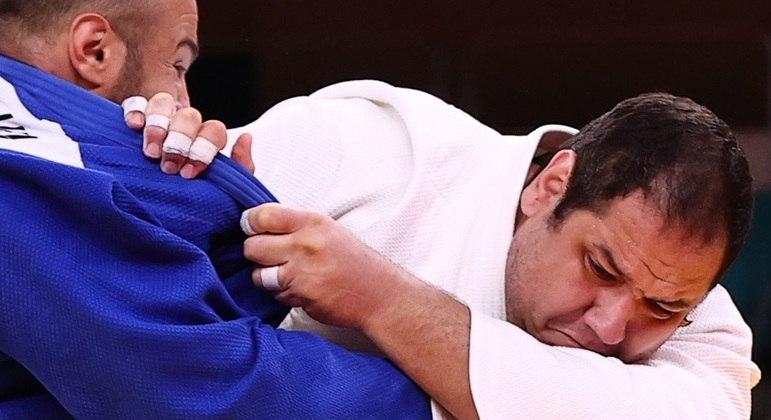 Rafael Silva estreou em Tóquio com vitória sobre Ushangi Kokauri, do Azerbaijão