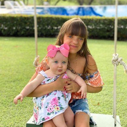 Além de Manu, Rafa também tem uma irmã caçula, a pequena Vicky, do casamento de Roberto Justus com Ana Paula Siebert.