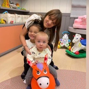 Rafaella, Manuella e Vicky brincando juntas