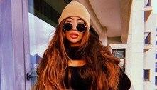 De cabelo ruivo e top, Rafaella Santos mostra barriga sarada