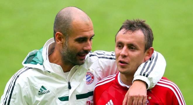 Rafinha destacou ao elenco o ótimo trabalho de Domènec,no Bayern de Guardiola