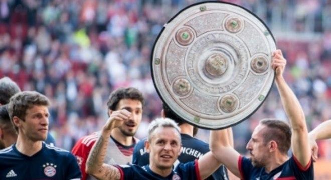 Rafinha (Bayern de Munique): O Bayern de Munique conquistou o hexa da Bundesliga e solidifica, cada vez mais, o domínio bávaro no Campeonato Alemão. Titular no jogo do título, Rafinha teve boa participação no jogo, acertando 92% dos passes tentados.