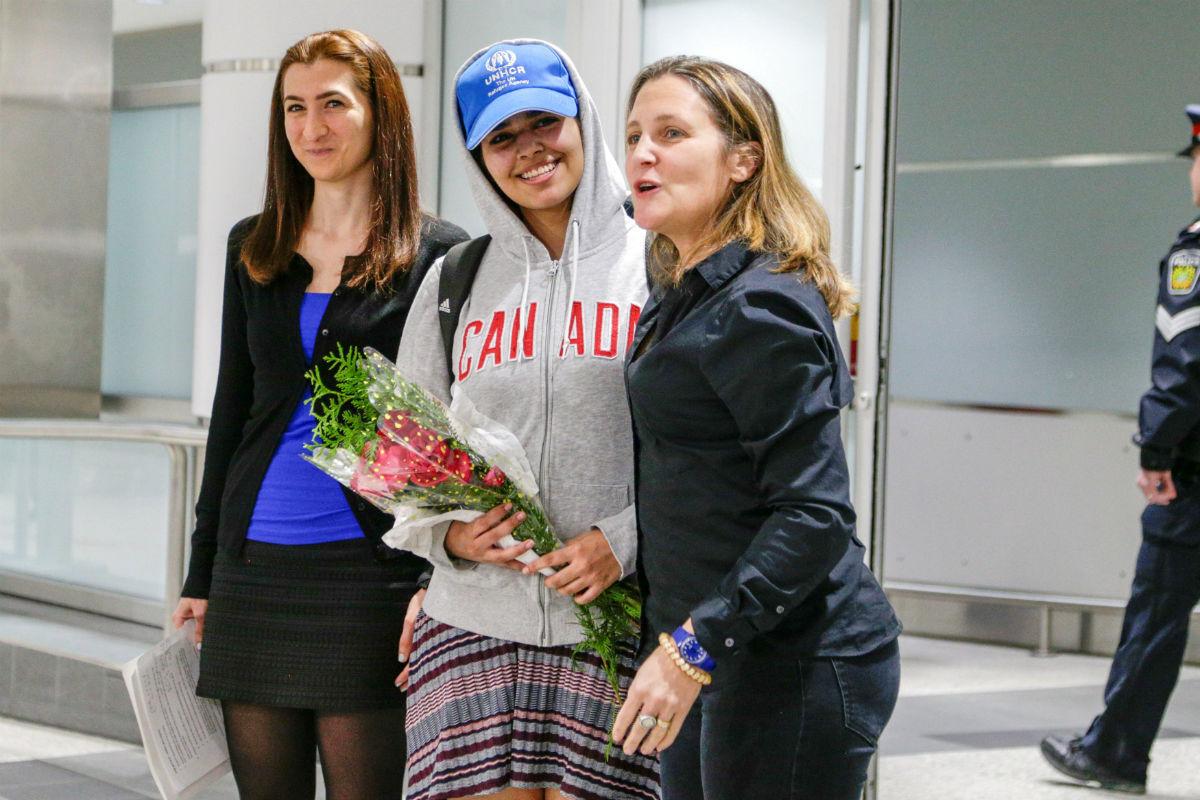 Jovem saudita de 18 anos que fugiu da família chega ao Canadá