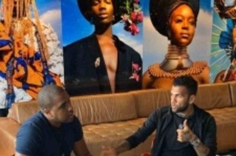 Daniel Alves durante entrevista a youtuber