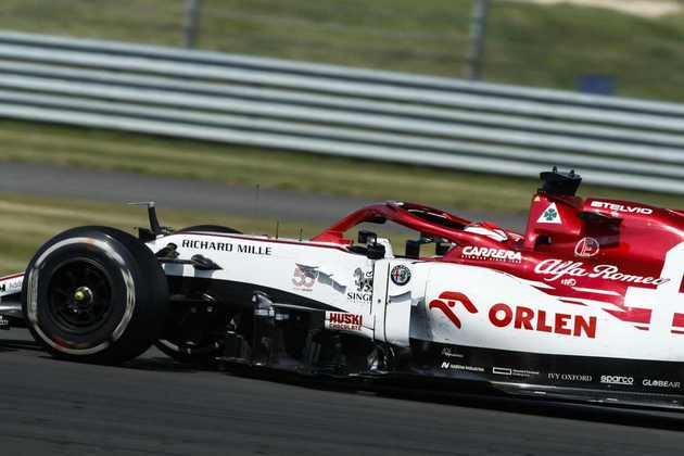 Räikkönen largou da última posição e conseguiu fazer uma curta recuperação