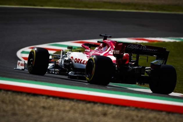 Räikkönen, porém, foi alvo de uma barbeiragem de Sergio Pérez nos minutos finais da sessão