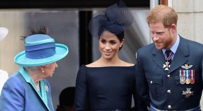 Fontes próximas à família real afirmam que rainha Elizabeth 2ª não foi consultada sobre decisão