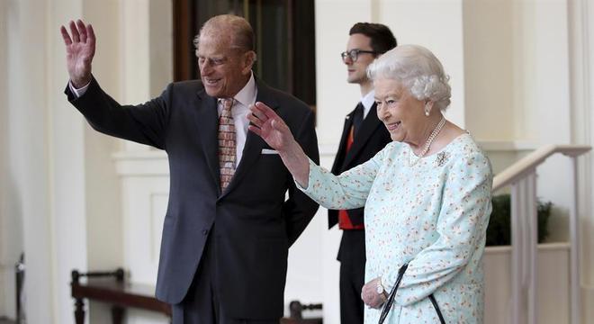 A  rainha britânica Elizabeth II e o príncipe Philip