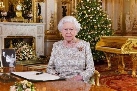 Rainha Elizabeth irá decidir se bebê real será príncipe