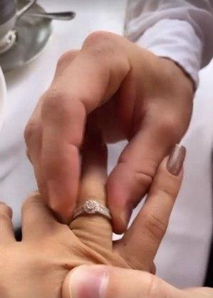 Raissa exibiu anel de noivado
