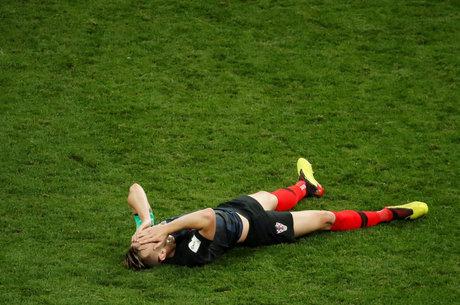 Rakitic foi ao chão ao final da vitória da Croácia