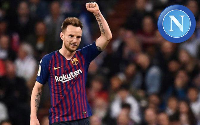Rakitic. Posição: Meia. Idade: 32 anos. Clube atual: Barcelona. Clube interessado: Napoli.